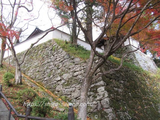 西教寺の石積み