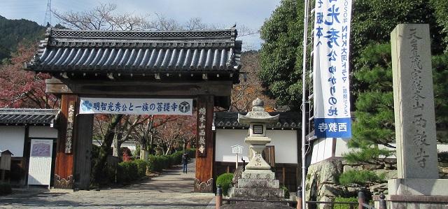 西教寺正門