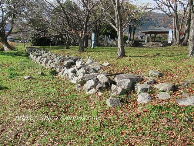 坂本城址公園にある石垣