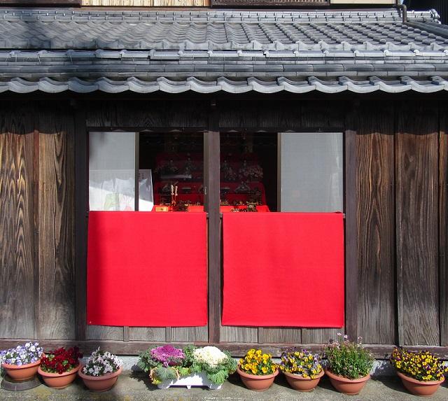 日野町桟敷窓
