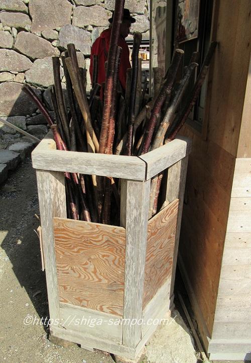 安土城跡で貸出の杖